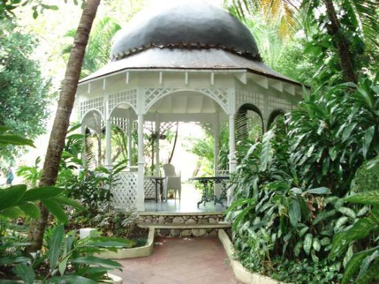 Couples Tower Isle garden-gazebo