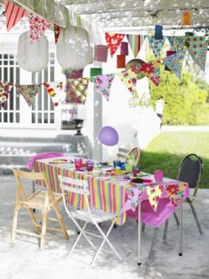 Paper Bunting and Paper Lanterns Lend Chic Cottage Feel
