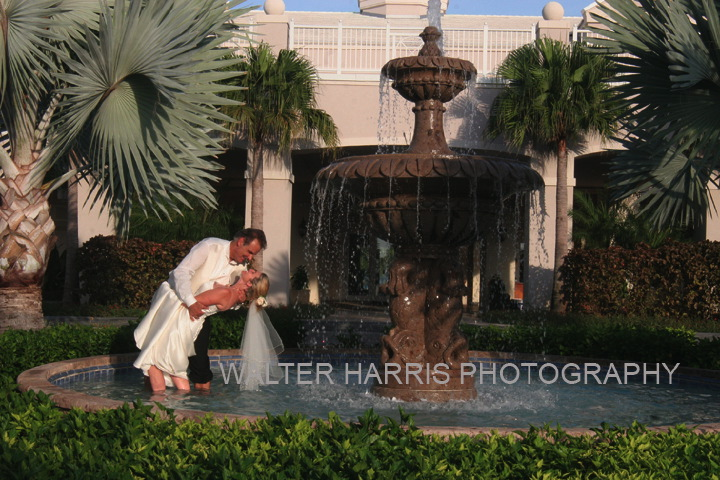 Fountain Four Seasons Exuma/Sandals Emerald Bay