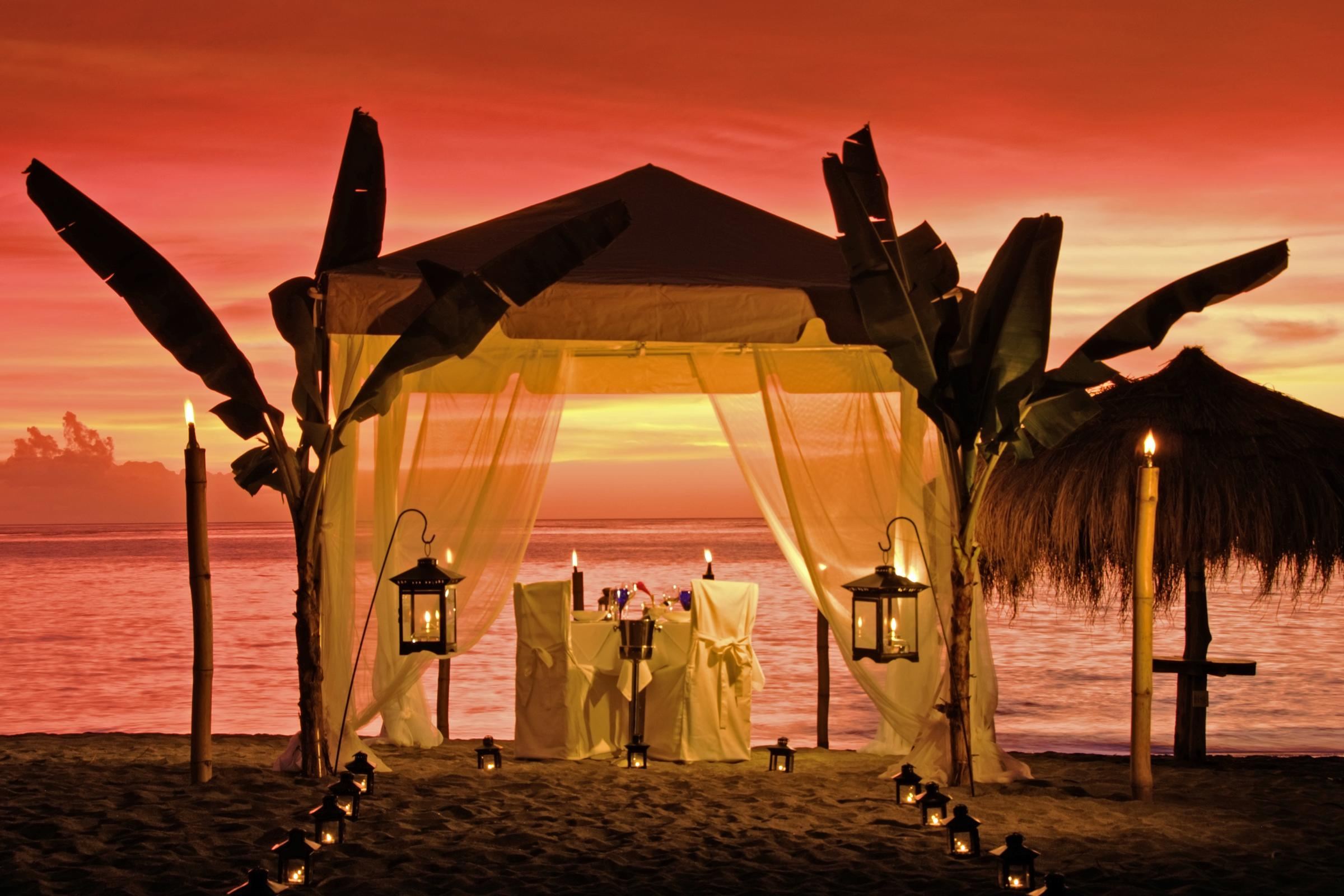 July 2010 destination wedding store for Romantic dinner
