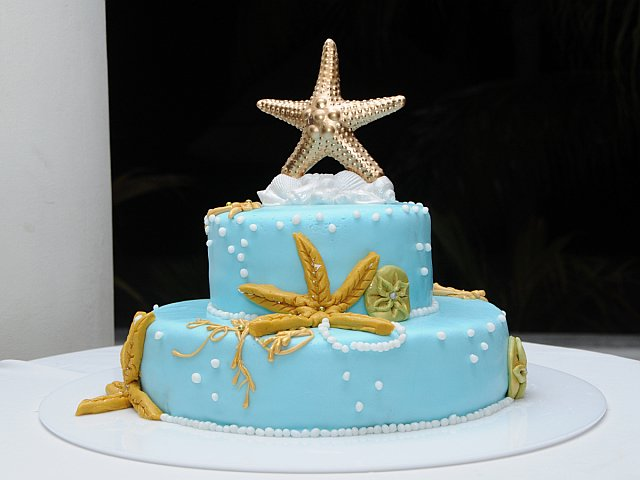 Starfish Adorn the Wedding Cake
