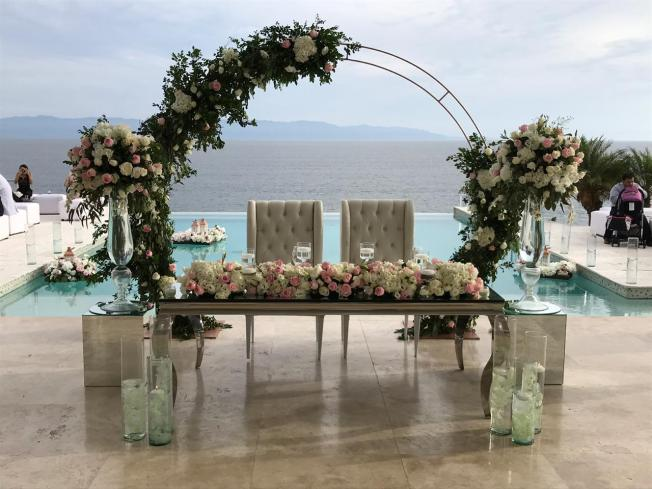 Client Wedding Casa China Blanca, Nuevo Vallarta Punta Mita. Sweetheart Table #DestinationWeddingPlanning #DestinationWeddingPlanningPuntaMita #PuntaMitaVillaWedding #CasaChinaBlancaWedding